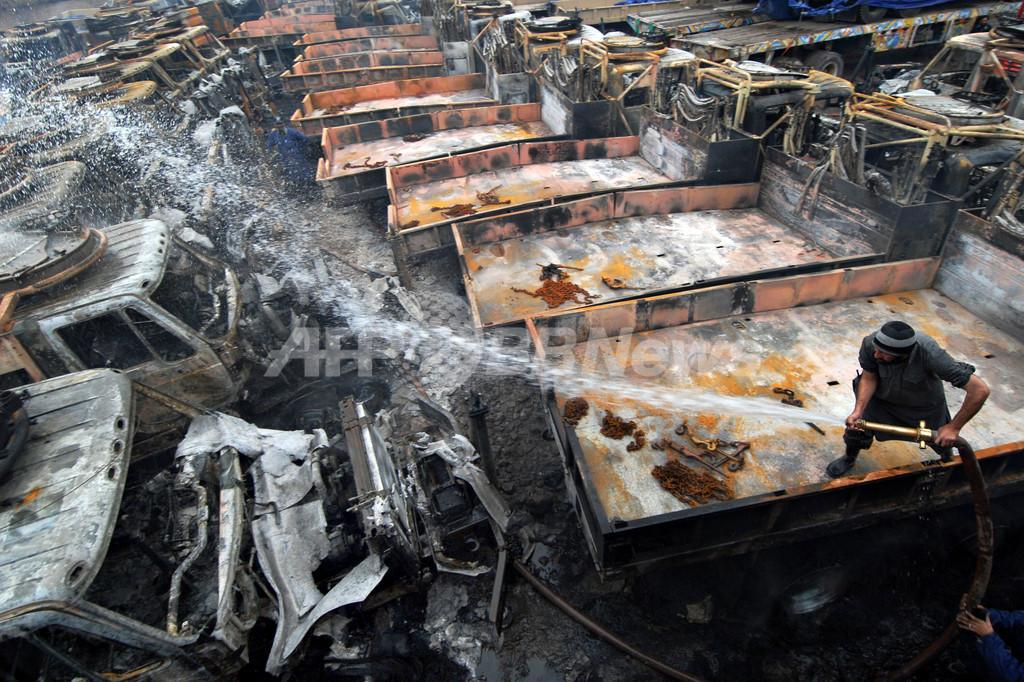 武装グループ、NATO用車両100台に再び放火 パキスタン