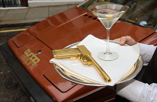 007はアルコール依存症、英研究