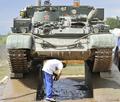 「戦車の自動車学校」がドイツで人気に、試乗1回2万4000円