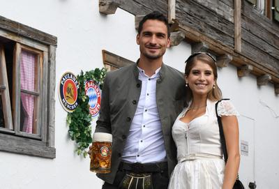 【写真特集】バイエルン選手らがビールの祭典「オクトーバーフェスト」に参加