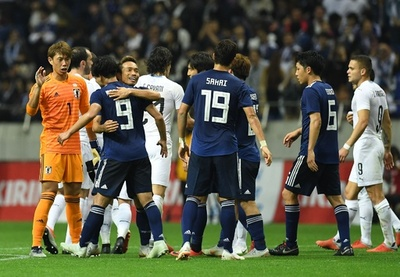 日本がW杯8強のウルグアイ撃破、南野の2ゴールなど4点奪う