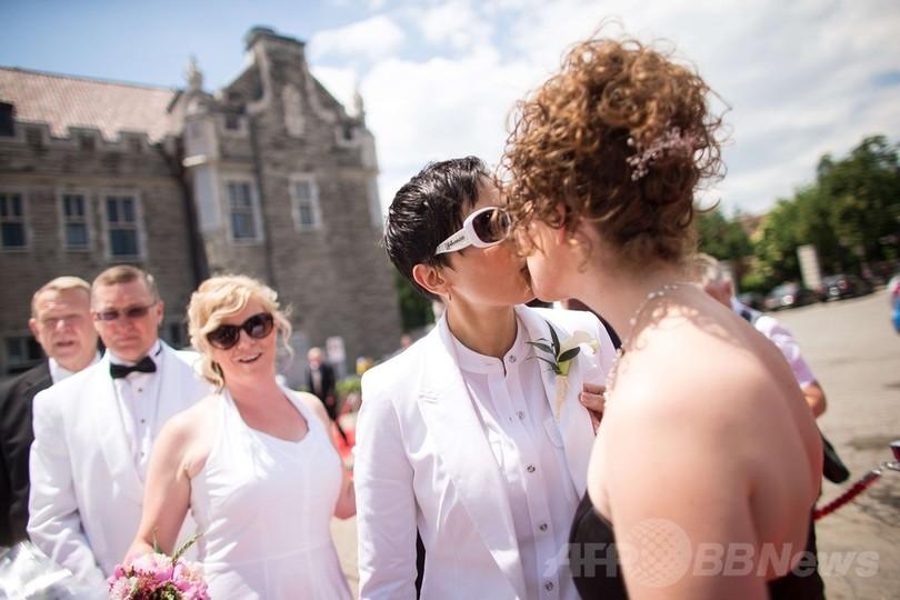 同性愛カップルの合同結婚式、「ワールド・プライド」 トロント