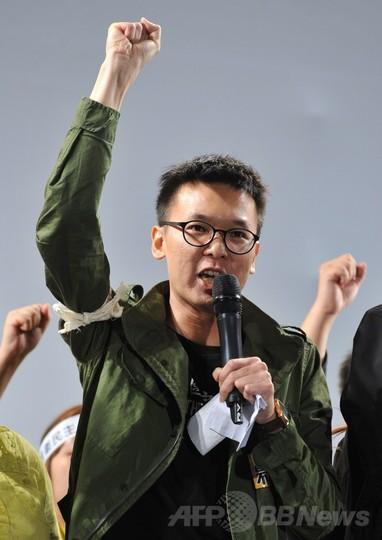 台湾で大規模デモ、対中貿易協定に反対