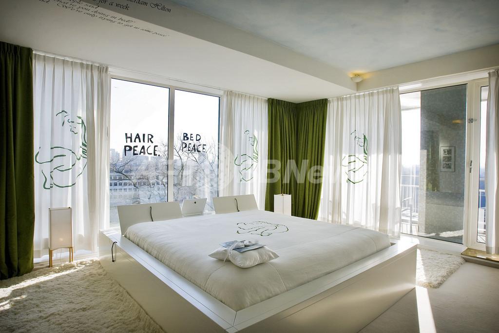 ジョン・レノン&オノ・ヨーコの「ベッド・イン」部屋を一般公開