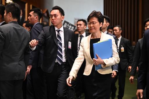中国政府、香港行政長官の更迭を検討 英報道