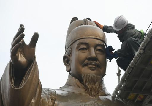 ソウルで春の清掃イベント、李氏朝鮮の偉人像もさっぱり