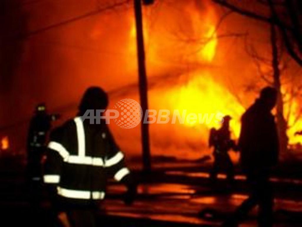 米コンチネンタル航空機、ニューヨーク州の住宅地に墜落・炎上 49人死亡