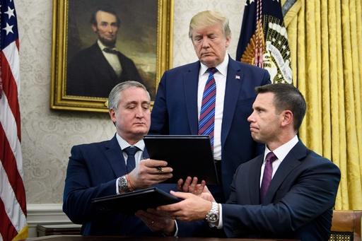 米・グアテマラが難民合意調印 トランプ氏が締結拒否に報復示唆