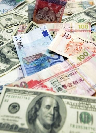 ユーロ、対ドルで13か月ぶり安値 トリシェ総裁の景気懸念受け
