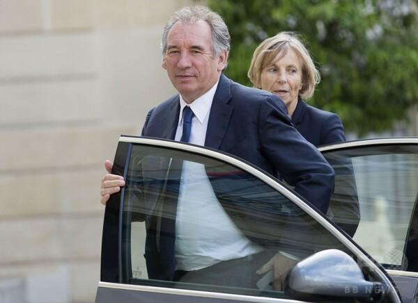 仏法相が辞任へ、マクロン大統領の側近 国防相に続き