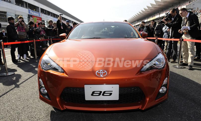 トヨタ、小型スポーツ車「ハチロク」公開 来春発売へ