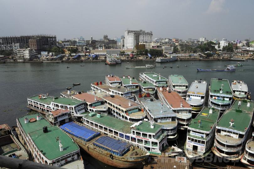 バングラデシュで連絡船が沈没、6人死亡 数百人不明か