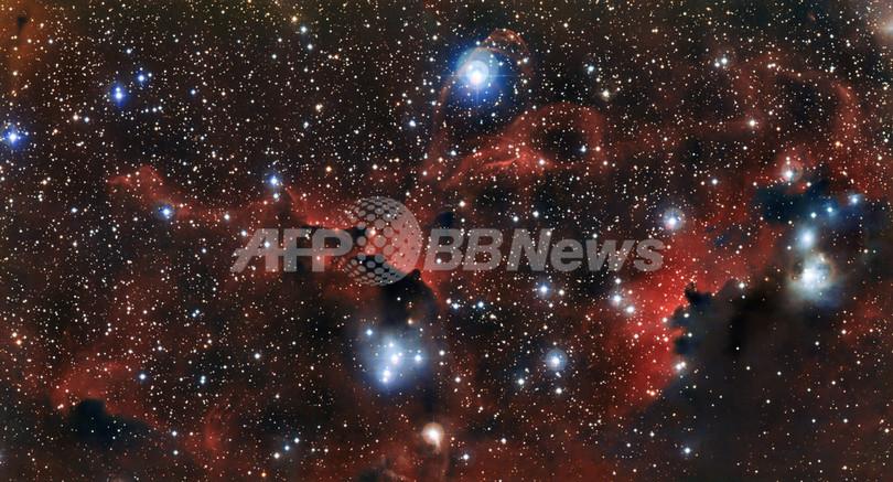 わし星雲の翼を形作るガスや塵の筋、ESOが画像公開