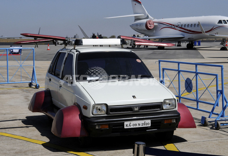 「空飛ぶ車」?インド発明家が開発