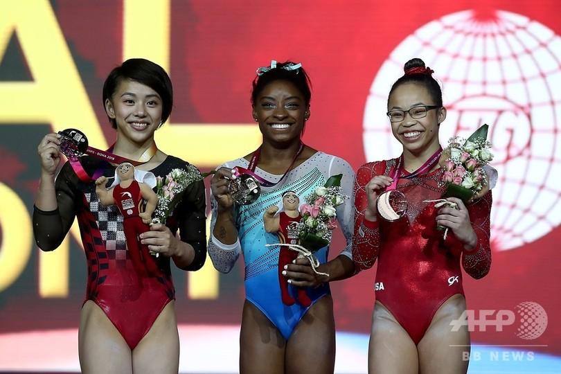 村上が日本女子初の世界体操銀メダル! 女王バイルスが金