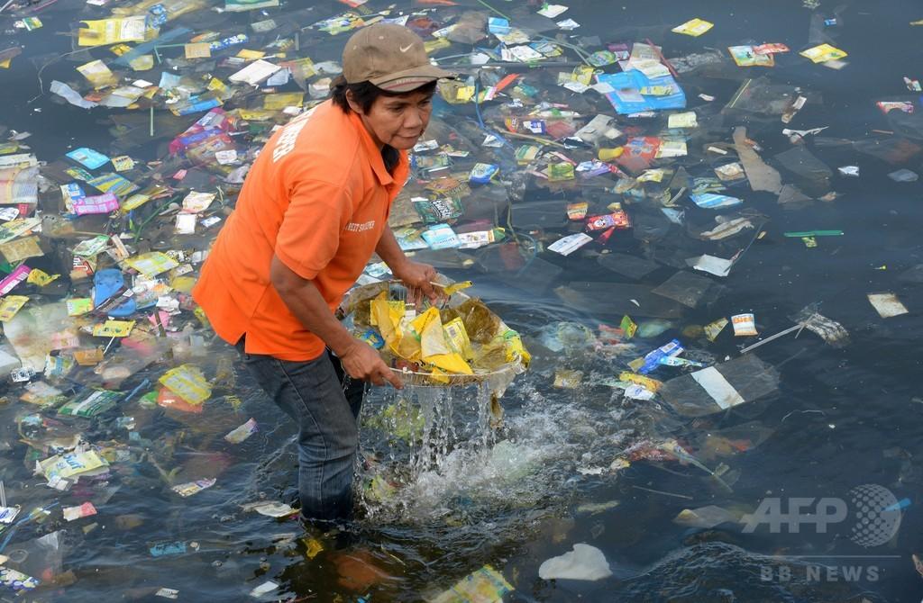 海洋に漂うプラスチックごみ、2050年までに魚の量しのぐ 報告