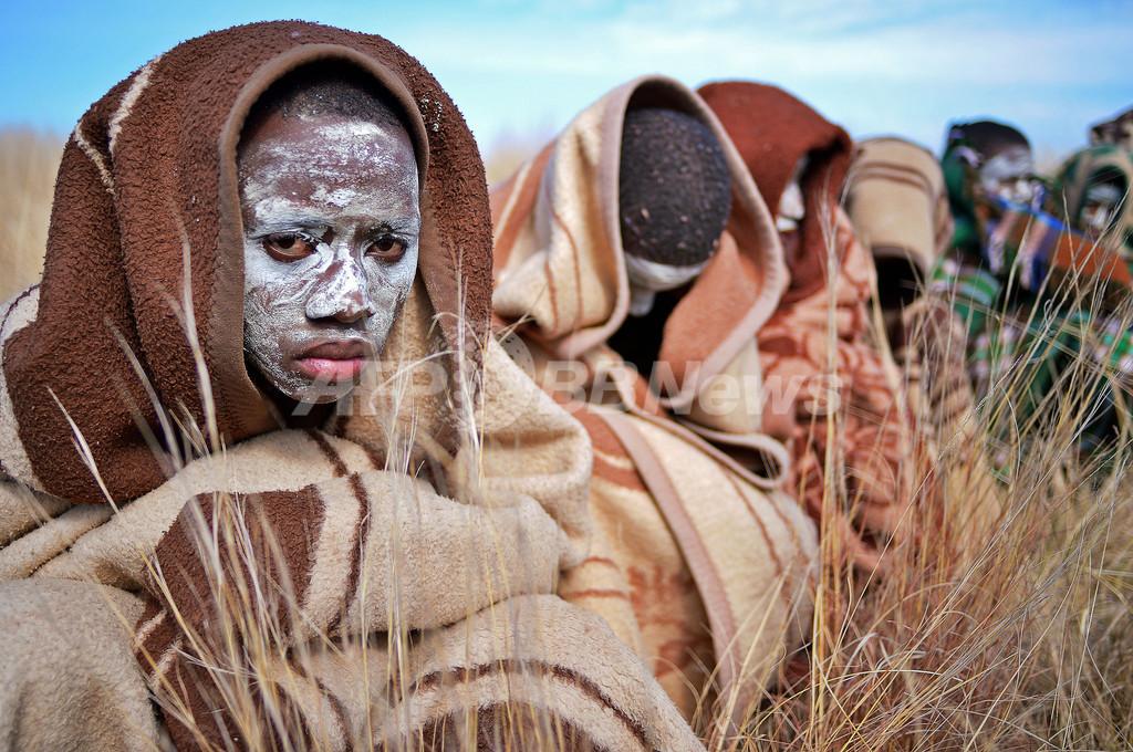 割礼儀式で若者30人死亡、南アフリカ