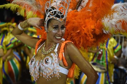 世界最長カーニバルで踊り競う催し「ジャマーダス」、ウルグアイ