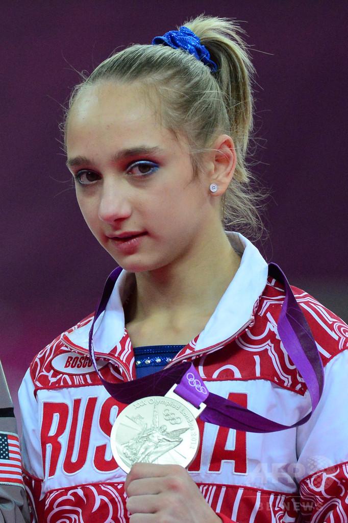 世界体操2冠のコモワ、健康問題を理由にリオ目前で現役引退へ