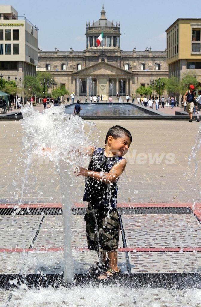 「国連水の日」、乾く地球が求める水不足解決策