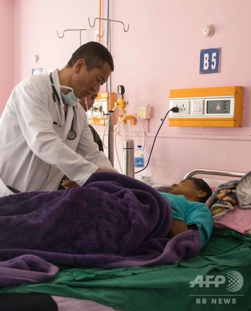 幸せの国ブータン、首相は毎土曜日に医師へと変身