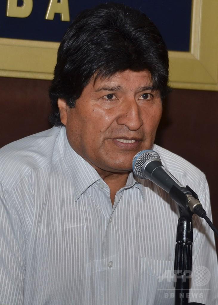 大統領の「隠し子」偽装工作で5人逮捕、ボリビア
