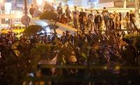 台湾警察、政府庁舎占拠のデモ隊を排除 対中協定めぐる対立激化
