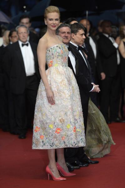 カンヌ国際映画祭、女優やモデルのドレスをチェック