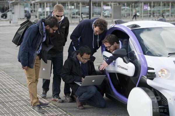 英国で初、自動運転車の公道走行テスト
