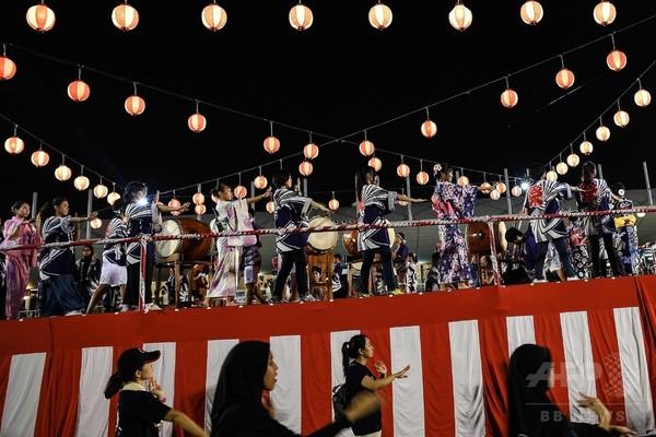 マレーシアで盆踊り大会、浴衣姿のイスラム教徒女性も