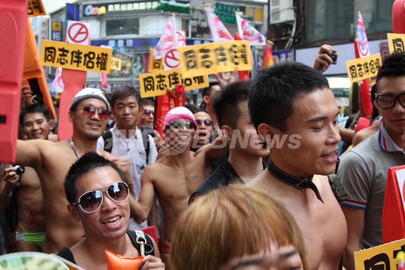 台北でアジア最大規模のゲイパレード