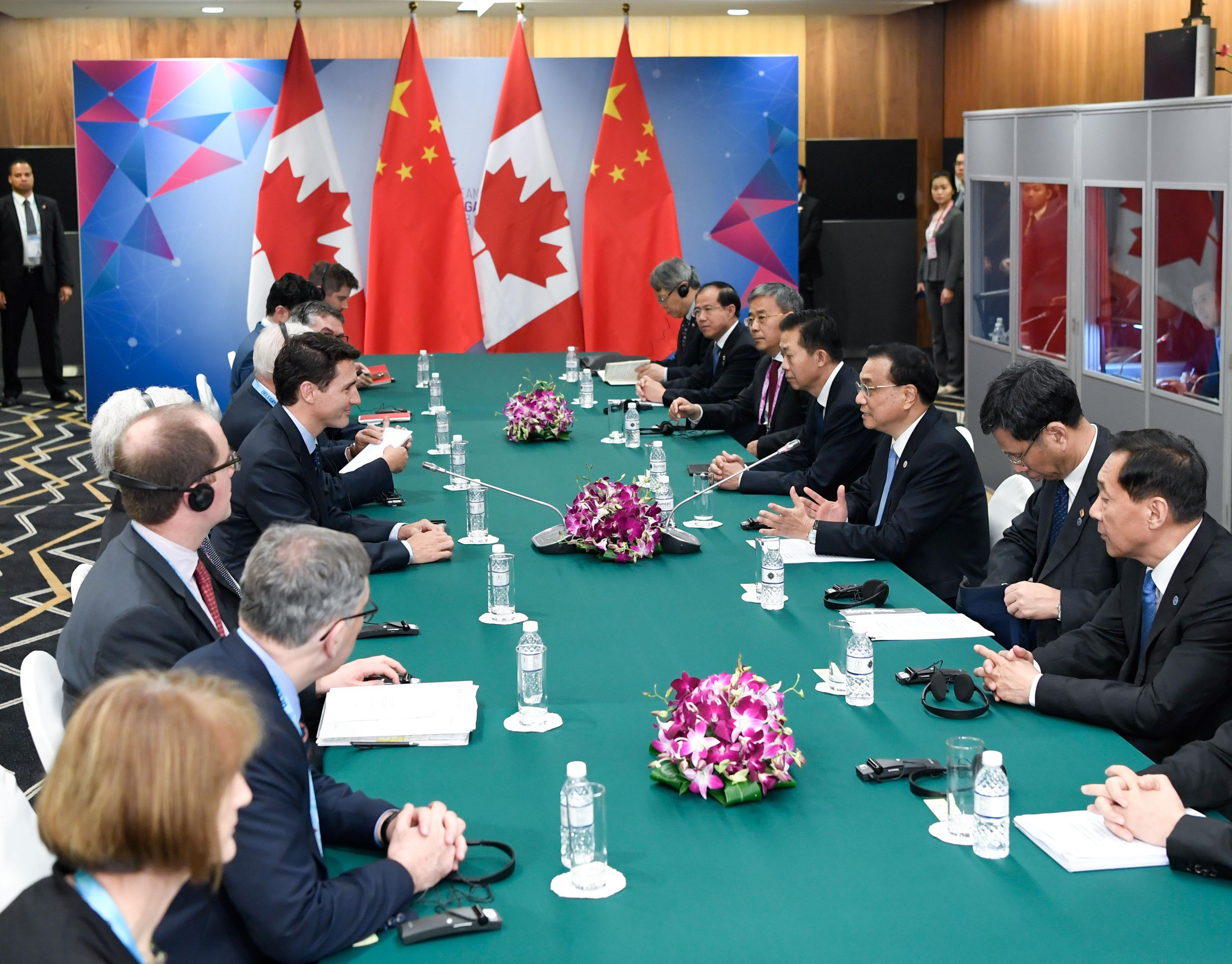 李克強総理、トルドー首相と首相年度対話 FTA交渉推進を確認