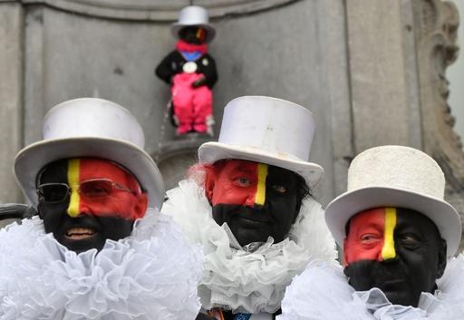 伝統の募金活動で「顔を黒塗り」、批判受け国旗の色に変更 ベルギー