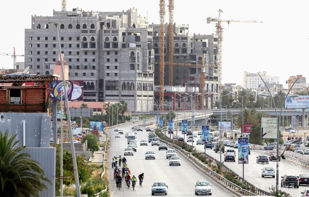 リビア首都で地雷爆発、民間人ら7人死亡 保健省