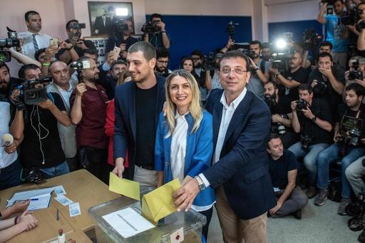 イスタンブール再市長選 野党候補の当選確実 政権に打撃