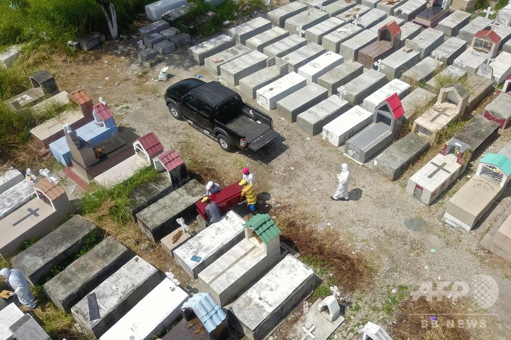 エクアドル当局、家々から800体近い遺体収容 新型コロナ流行地で