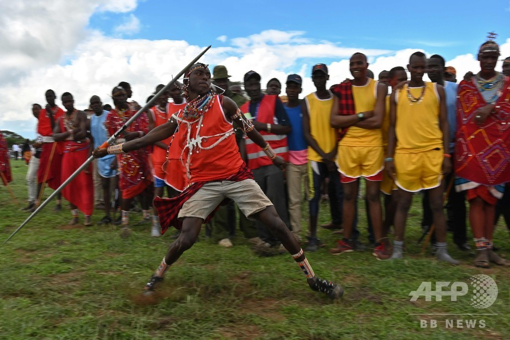 ケニアで「マサイ五輪」開催、ライオン狩りに代わるスポーツを
