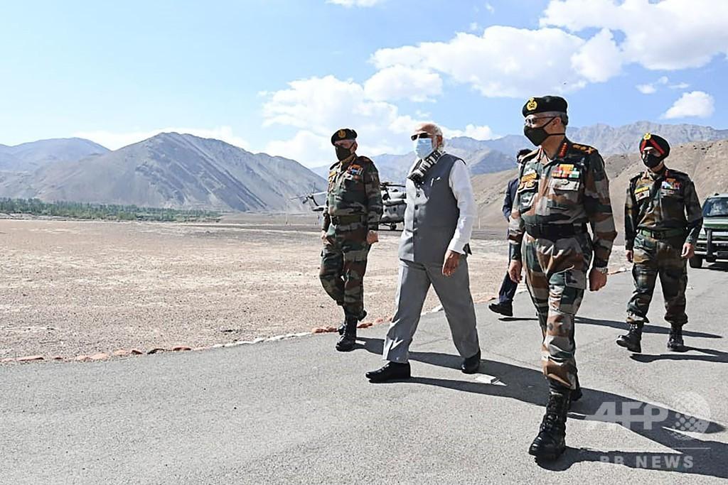 印モディ首相、対中国境の前線を電撃訪問 衝突以降で初