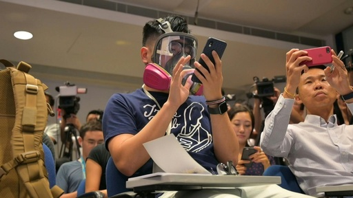 動画:ジャーナリストも「覆面」で取材、警察による権力乱用に抗議 香港