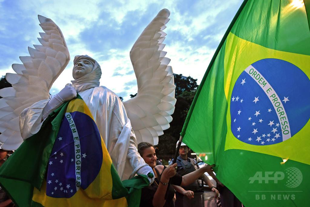 大統領候補をからかってもOK、ブラジル最高裁 禁止法を無効に