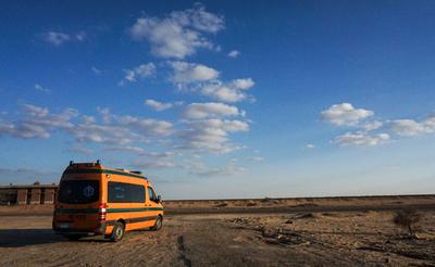 エジプト砂漠地帯で警察と武装組織が銃撃戦、警官16人死亡