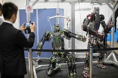ロボットの国際大会、宅配や介護など実用性に焦点 東京