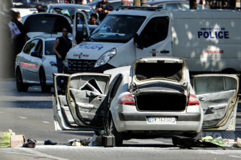 シャンゼリゼ通りの突入事件、容疑者宅で武器の隠し場所発見
