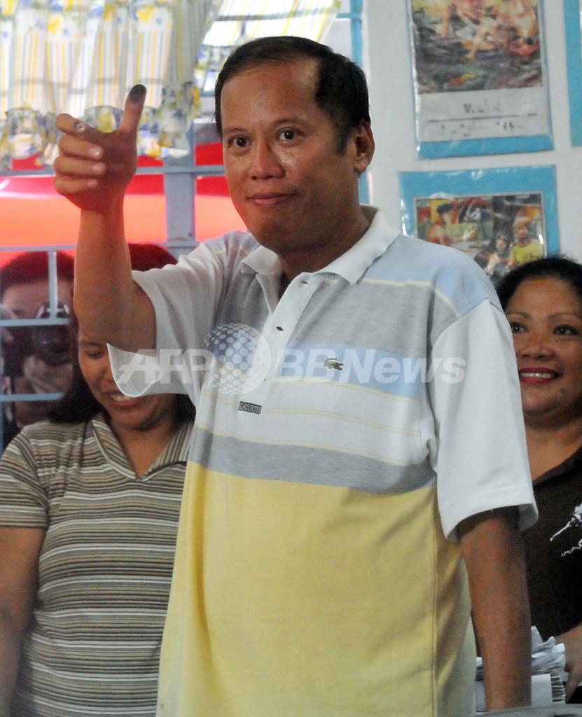 フィリピン大統領選、アキノ氏が歴史的勝利の見通し
