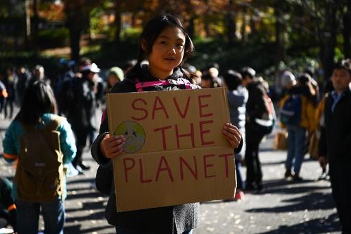世界各地で気候変動対策訴えるデモ、COP25開幕前に