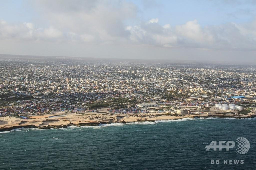 ソマリア首都でホテル襲撃、5人死亡 イスラム過激派が犯行声明