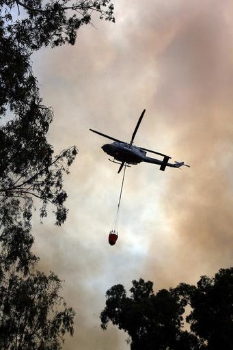 キプロスで大規模な山火事、6つの村の住民が避難