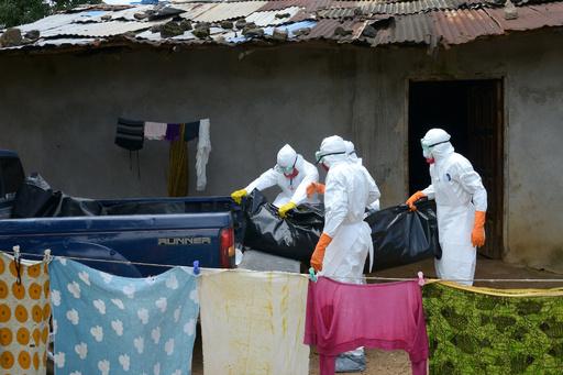 エボラ熱、西アフリカの医療従事者「対処しきれない」