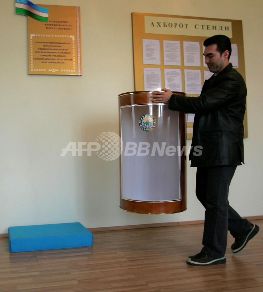 ウズベキスタン大統領選、現職カリモフ氏3選へ