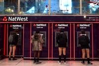 「パンツなしで地下鉄に乗ろう」 世界各地で開催